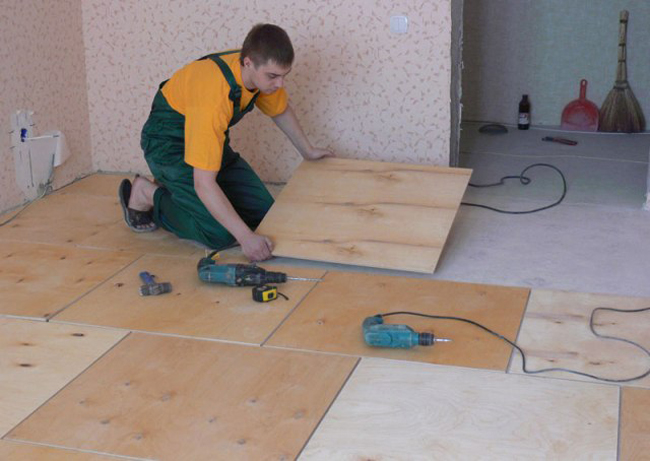Укладка фанеры на бетон является наиболее простым способом