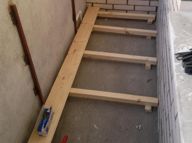 Подготовка чернового пола на балконе
