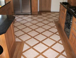 Напольная плитка – прекрасный вариант для укладки на пол, в особенности на кухне