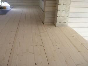 Масляное средство поможет сохранить естественный цвет древесины или, наоборот, существенно его преобразить