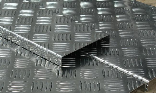 Стандартная толщина алюминиевых листов Квинтет составляет от 0,3 до 10,5 мм