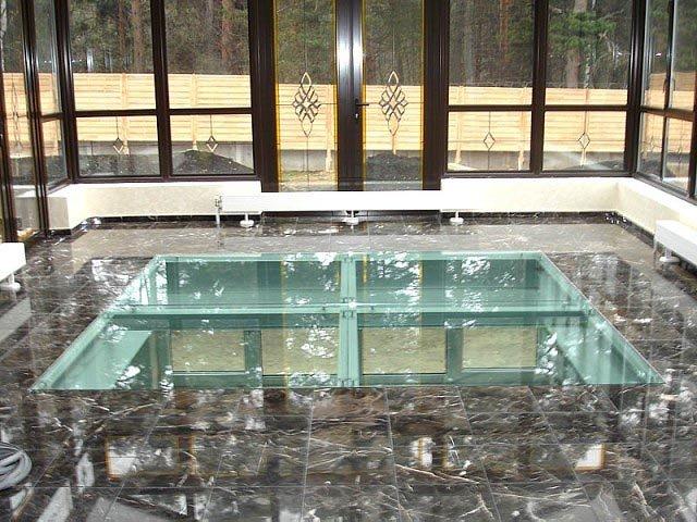 Прозрачное покрытие также является немаловажной составляющей конструкции стеклянного пола