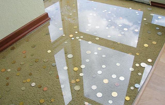 Каждый слой стекла имеет толщину не менее 8 мм, соединяется полимерной пленкой или застывающей смесью