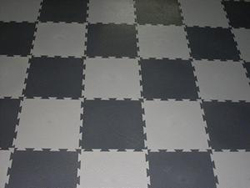 Вот уже полвека ПВХ-плитка используется для отделки пола в помещениях различного назначения