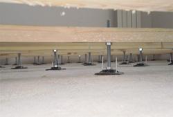 В качестве регулируемых опор для лагов могут использоваться обычные стальные шпильки