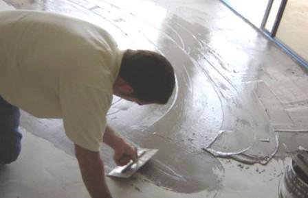 Если основание слоиться - необходимо воспользоваться ремонтным составом