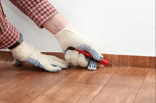 Постелить новое напольное покрытие удаётся быстро и с минимальными затратами