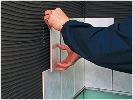 Расход клея для плитки определяется площадью, толщиной слоя и наличием неровностей