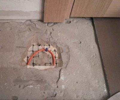 Для минимизации разрушений во время поиска поломки обратитесь к специалистам