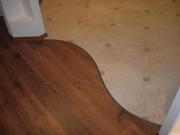 Гибкий металлический профиль применяется для оформления криволинейного или прямого участка