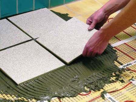 Плитка укладывается на тонкий слой стяжки без теплоизоляции