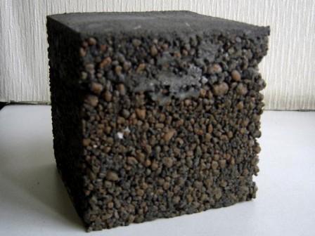 После заливки цементным «молоком», через сутки, керамзит покроется пленкой, и не будет рассыпаться