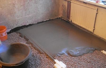 Часто в состав стяжки добавляют низкие по плотности ингредиенты, чтобы уменьшить вес всей конструкции