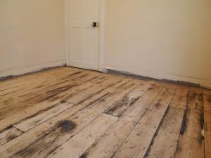 Чтобы выровнять старый деревянный пол под новое и современное напольное покрытие разработано немало способов
