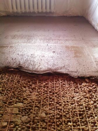 Керамзитный песок дает менее значительную усадку, что очень хорошо, когда дело имеешь со сложным участком