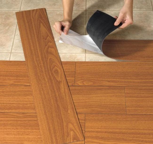Самоклеящийся линолеум подойдет в качестве напольного покрытия для любого типа помещения