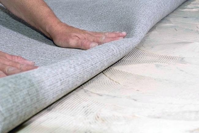 Материал монтируют прямо на пол, а значит, поверхность должна быть предварительно подготовлена, чтобы можно было достичь высокого уровня комфорта