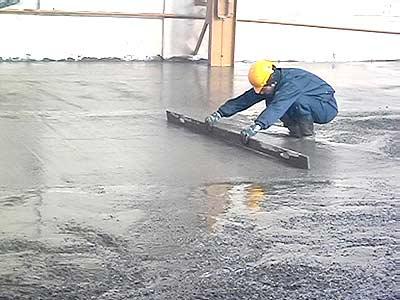 Изоляция бетонного пола существенно продлит его срок эксплуатации