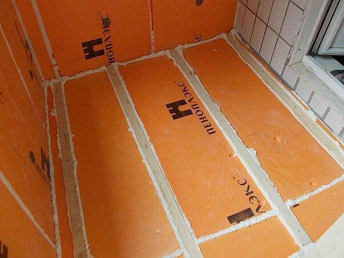 Плиты материала обладают оранжевым цветом и плотностью не более 53 кг на кубометр