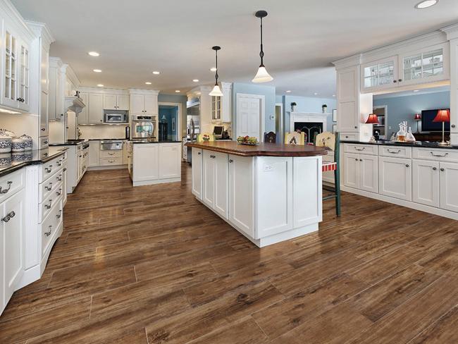 Кухонная плитка должна быть достаточно прочной, ведь удары и перепады температур – не редкость для данного помещения