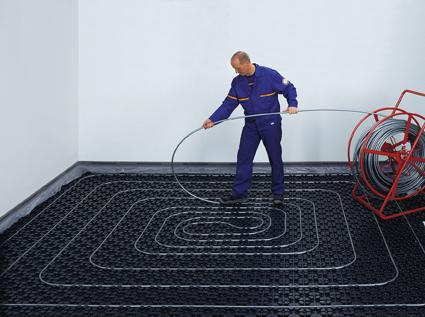 Для просторных комнат лучше подойдет спиральный способ укладки труб