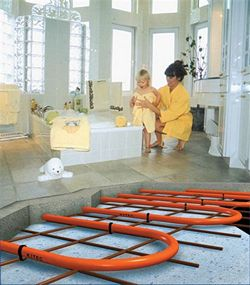 Все больше людей сейчас выбирают для обогрева своего жилища систему теплого водяного пола