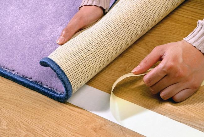 При выборе крепления материала на двухсторонний скотч можно достичь надежной фиксации