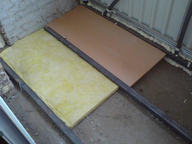 На строительном рынке существует большое разнообразие материалов для теплоизоляции, использование которых позволяет утеплить деревянный пол