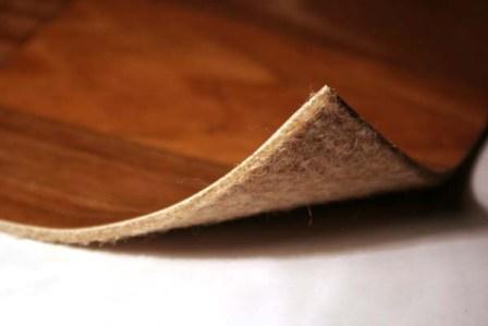 Многослойный линолеум состоит из основы, декоративного слоя,  защитного покрытия и подложки