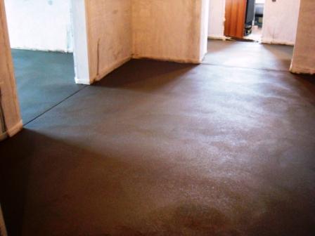 Цементно-песчаная стяжка – традиционный способ выравнивания. Бюджетный и надежный