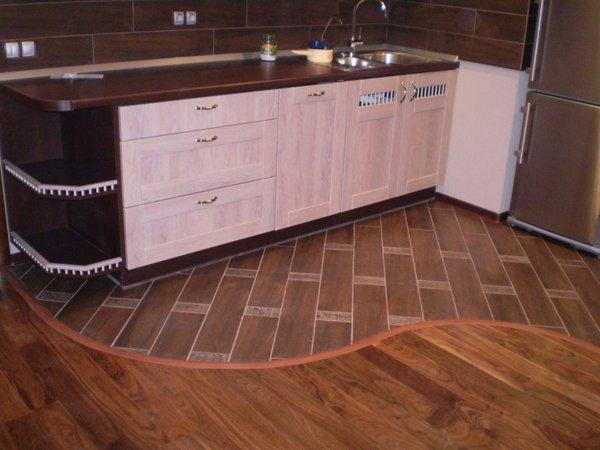 Частая посещаемость кухни предполагает высокий уровень износостойкости покрытия