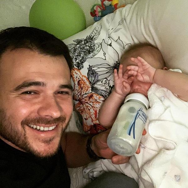 Эмин Агаларов поделился забавным видео с участием 9-месячной дочери