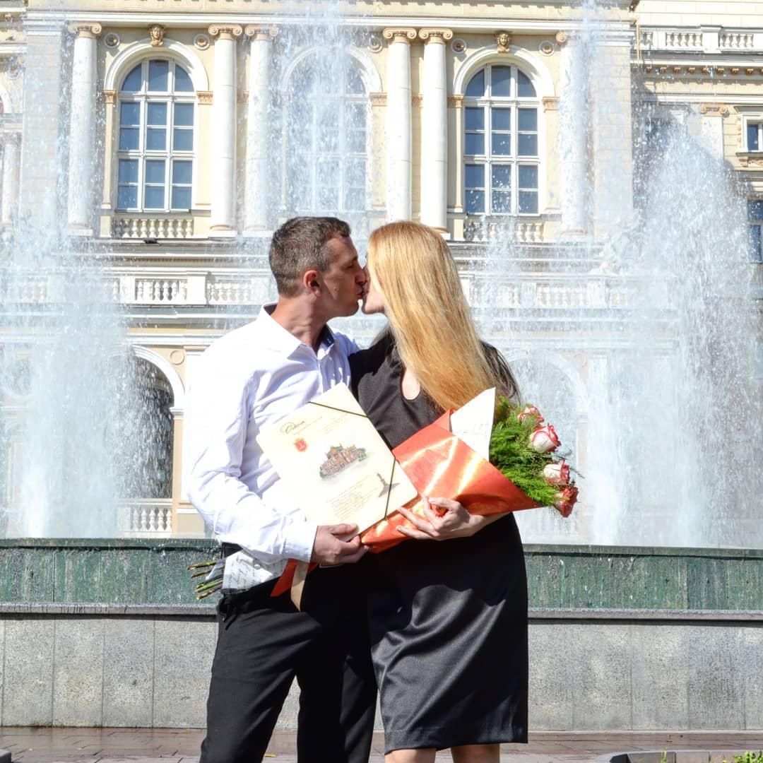 """""""Завяли помидоры"""": в Украине муж бросил жену, родившую ему пятерняшек"""