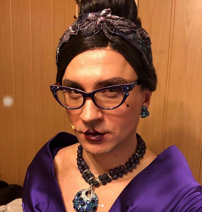 Это многое объясняет: Сергей Лазарев в женском платье, с прической и макияжем ошарашил Сеть (ФОТО)