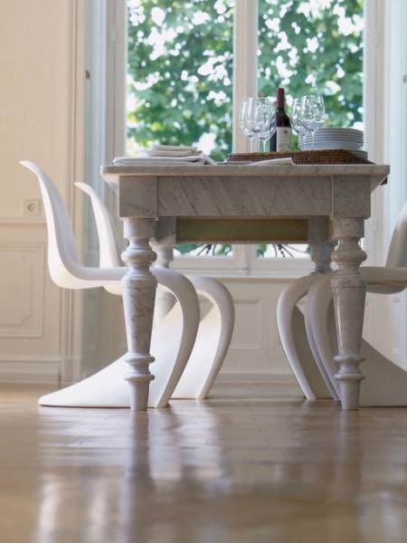 Как сочетать старинный стол и современные стулья, 10 идей