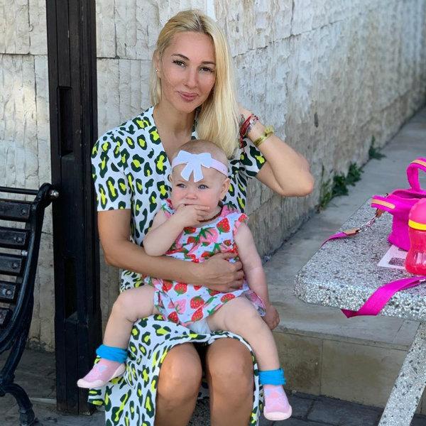 Лера Кудрявцева показала, как зажигательно танцует вместе с годовалой дочерью