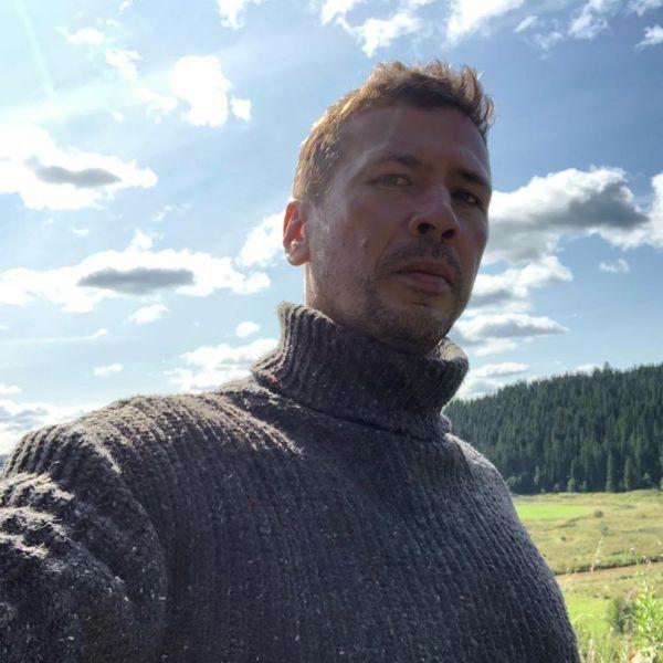 Андрей Мерзликин в день 17-летия со дня смерти Сергея Бодрова-младшего рассказал, что расплакался после известия о гибели режиссера