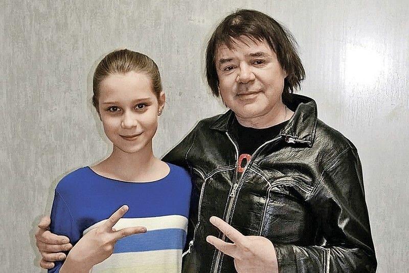 Родная и приемная дочери умершего Евгения Осина поделили творческие права на его песни