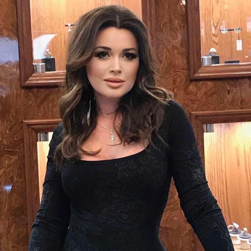 Организатор поездки Анастасии Заворотнюк в Ереван заявила, что не видела шрам от биопсии на шее актрисы