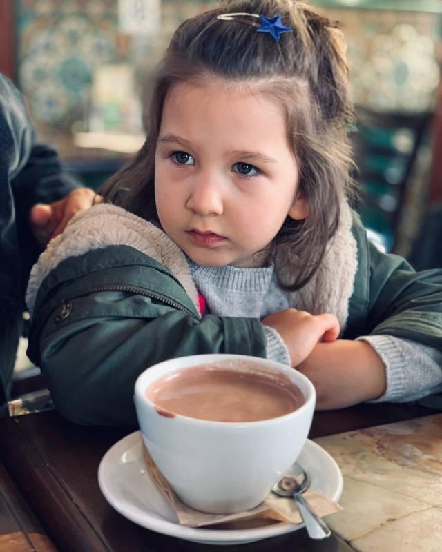 Иван Ургант поделился редким фото дочери в честь ее 11-летия